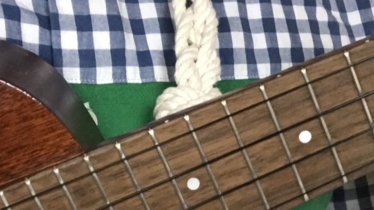 100均のロープで4つ編みウクレレストラップ